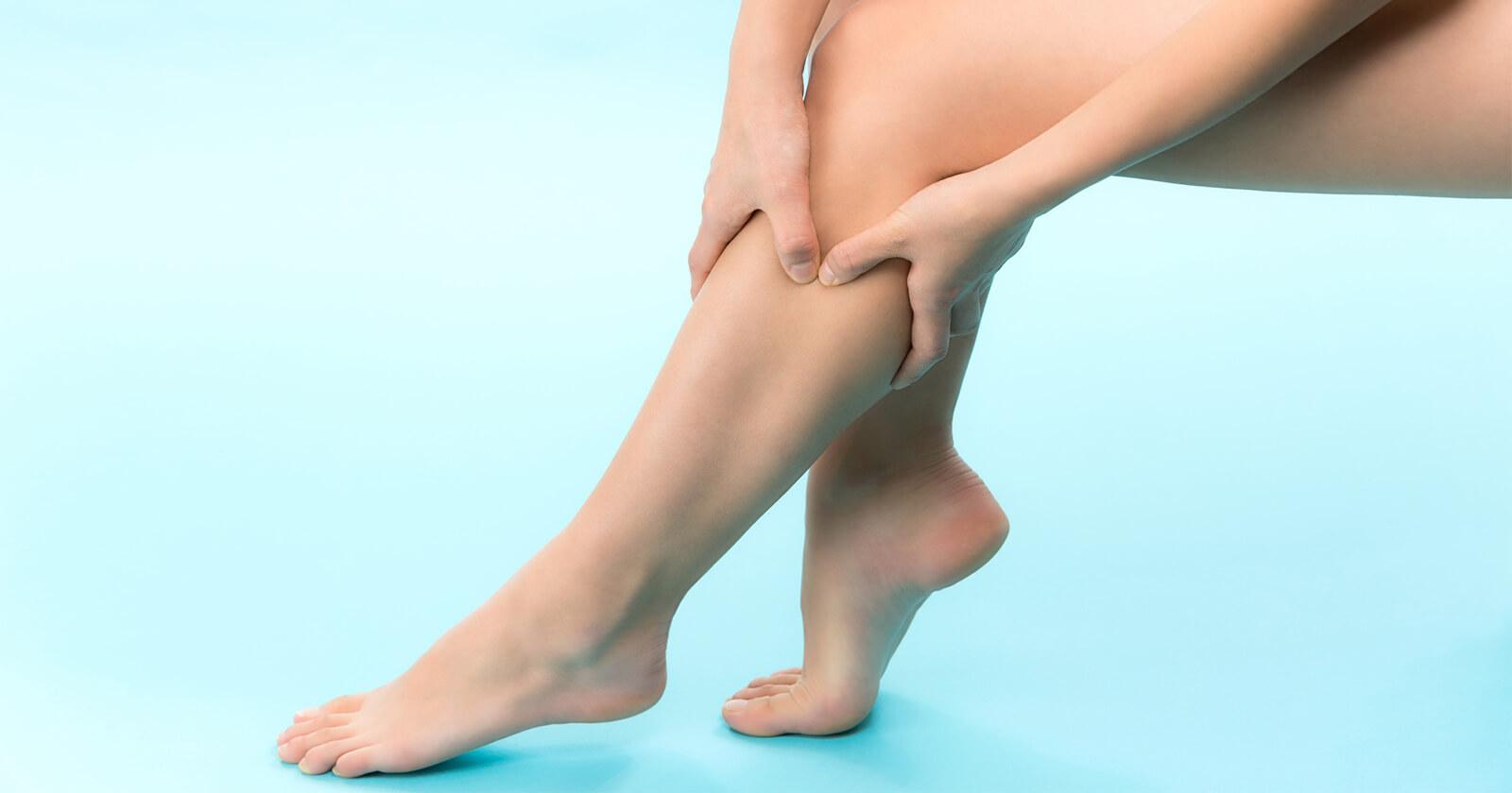 Kribbeln in den Beinen als Symptom einer diabetischen Neuropathie.