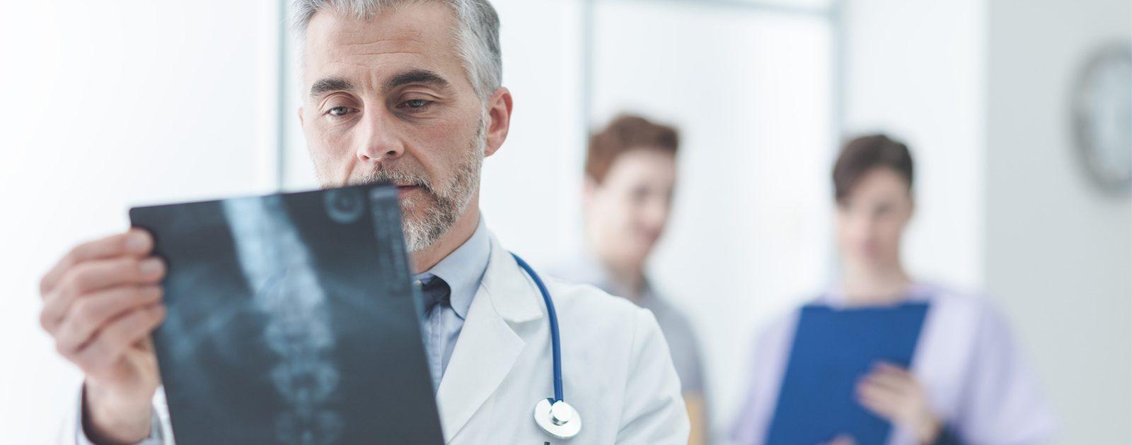 Röntgenaufnahme zur Diagnose eines Hexenschusses.