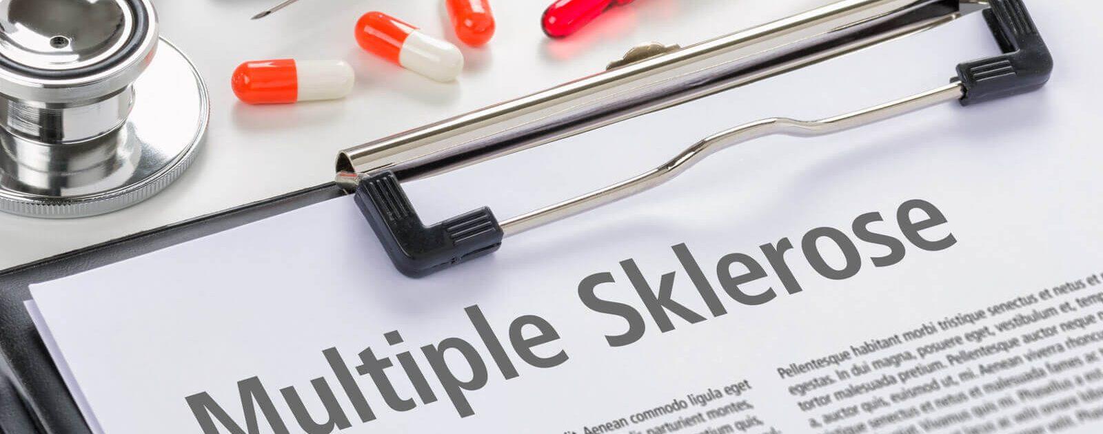 Arzt stellt einen Text zu Multiple Sklerose zur Verfügung