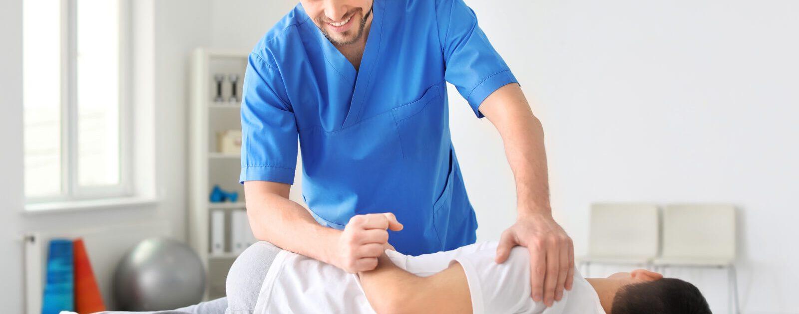 Mann mit Nervenschädigungen wird behandelt