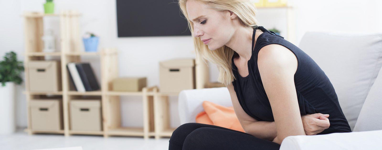 Frau mit Symptomen einer Nervenschädigung