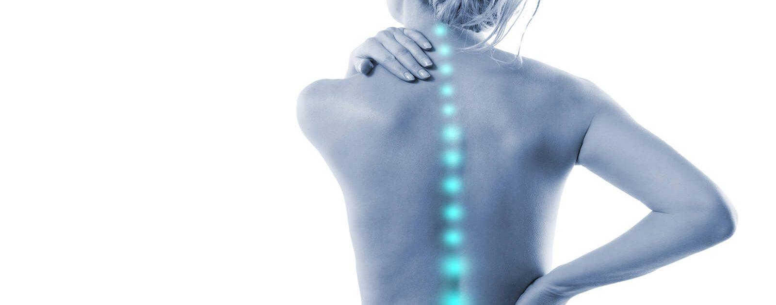 Wirbelsäule einer Frau: Ursache von Nervenschädigungen