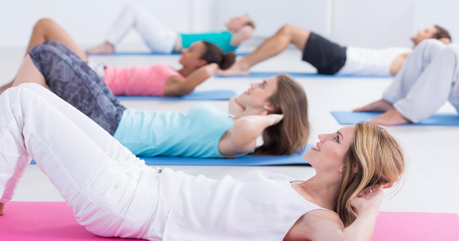 Es gibt viele Übungen für Frauen und Männer zur Prävention von Rückenschmerzen
