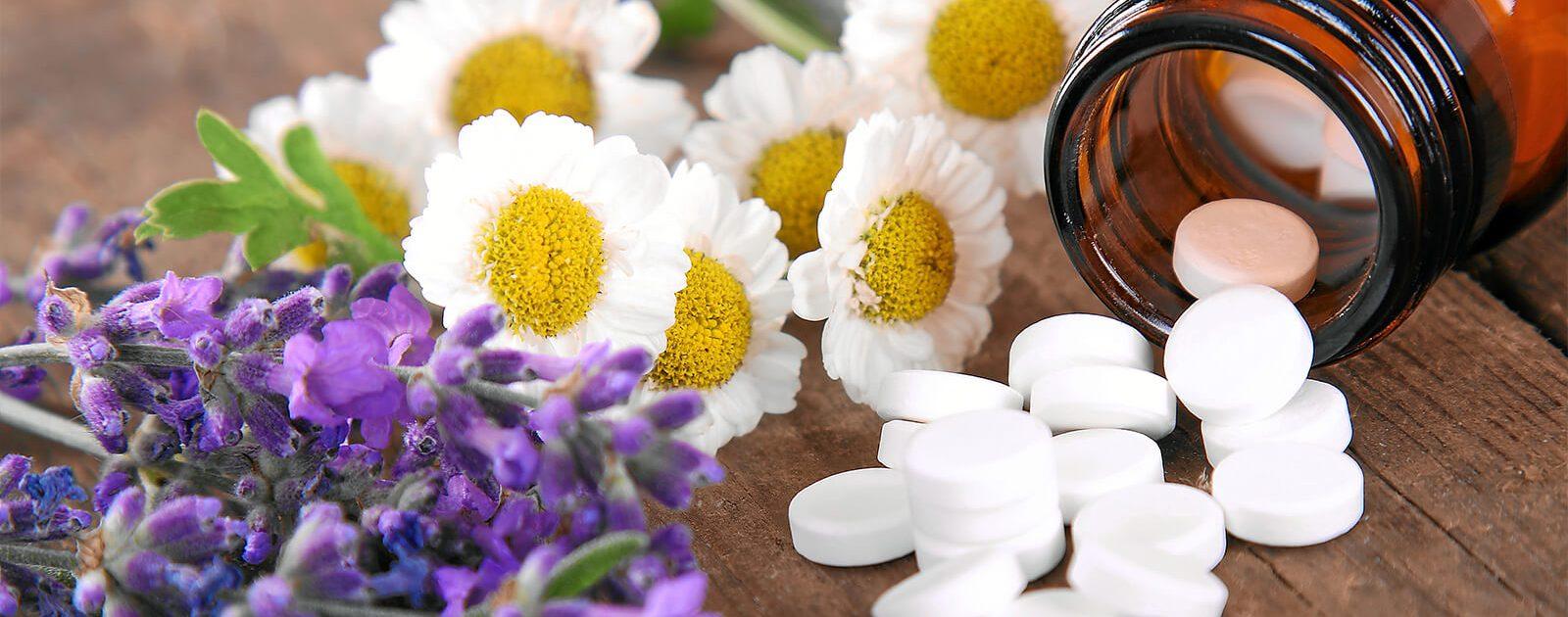 Bei Rückenschmerzen können alternative Heilmethoden wie Schüssler Salze helfen.