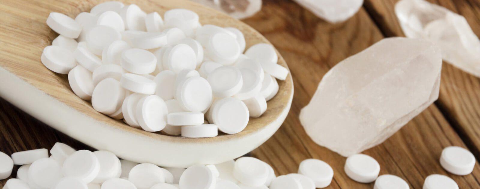 Es gibt zwölf Schüßler Salze mit verschiedenen Salzen als Inhaltstoffe, einige helfen auch bei Rückenschmerzen.