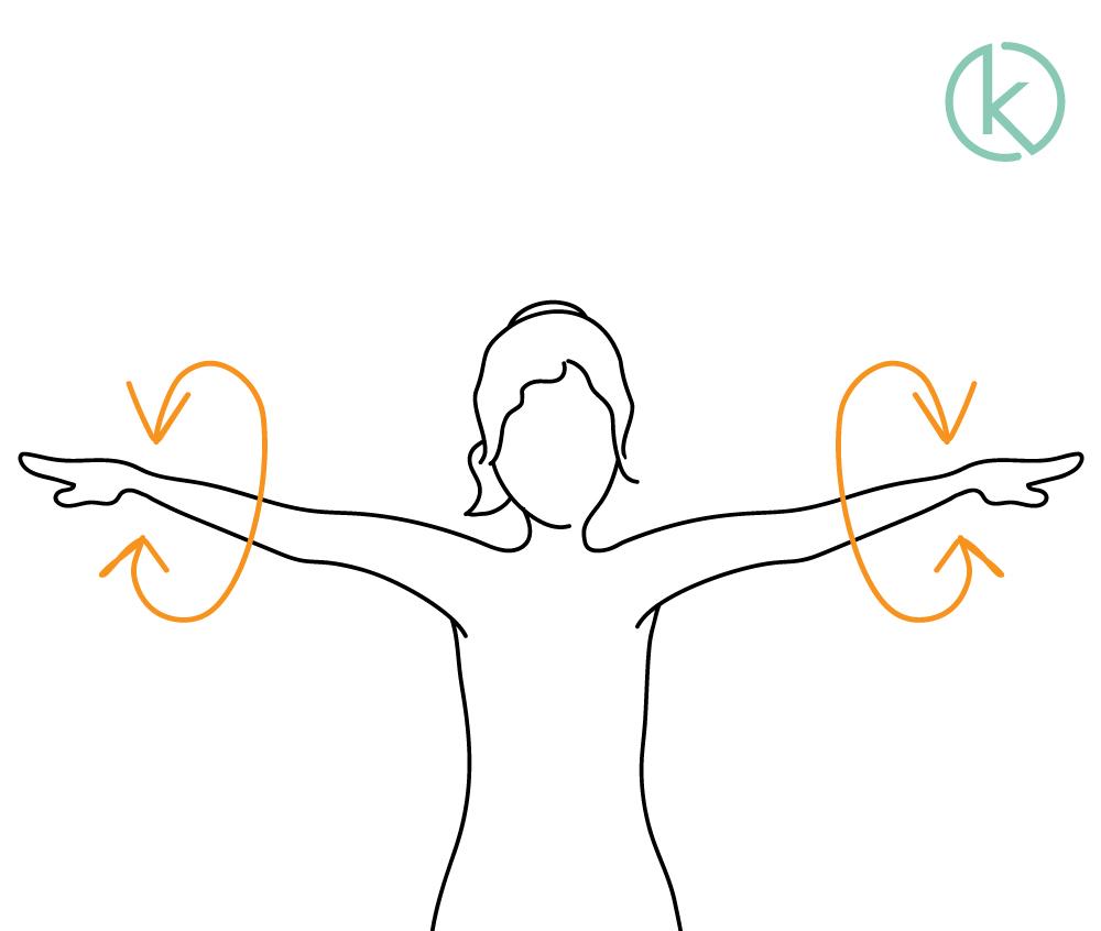 Schulterübung: Frau lässt die nach links und rechts ausgestreckten Arme kreisen.