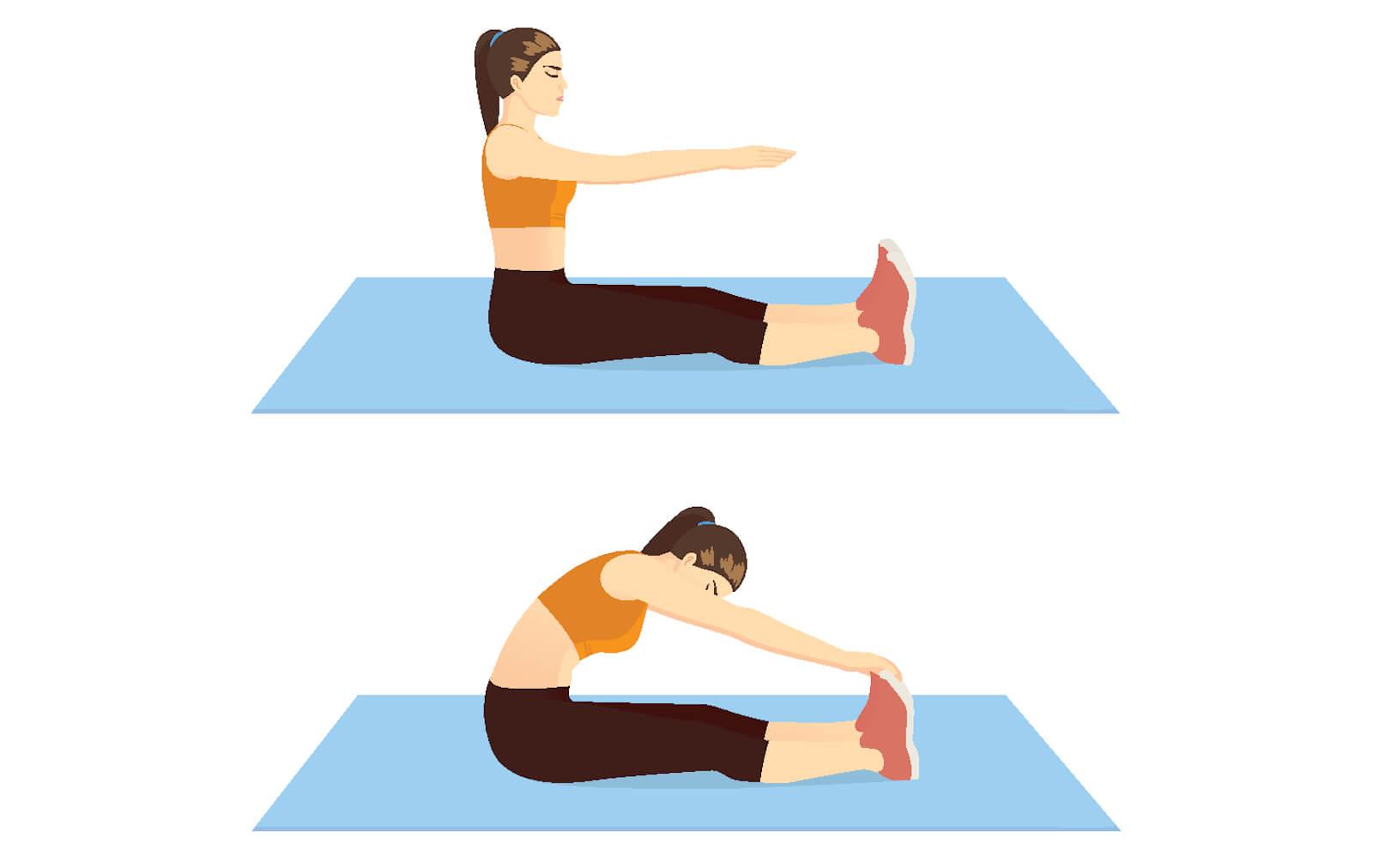 Junge Frau dehnt mit einer Pilates-Übung ihre Wirbelsäule.