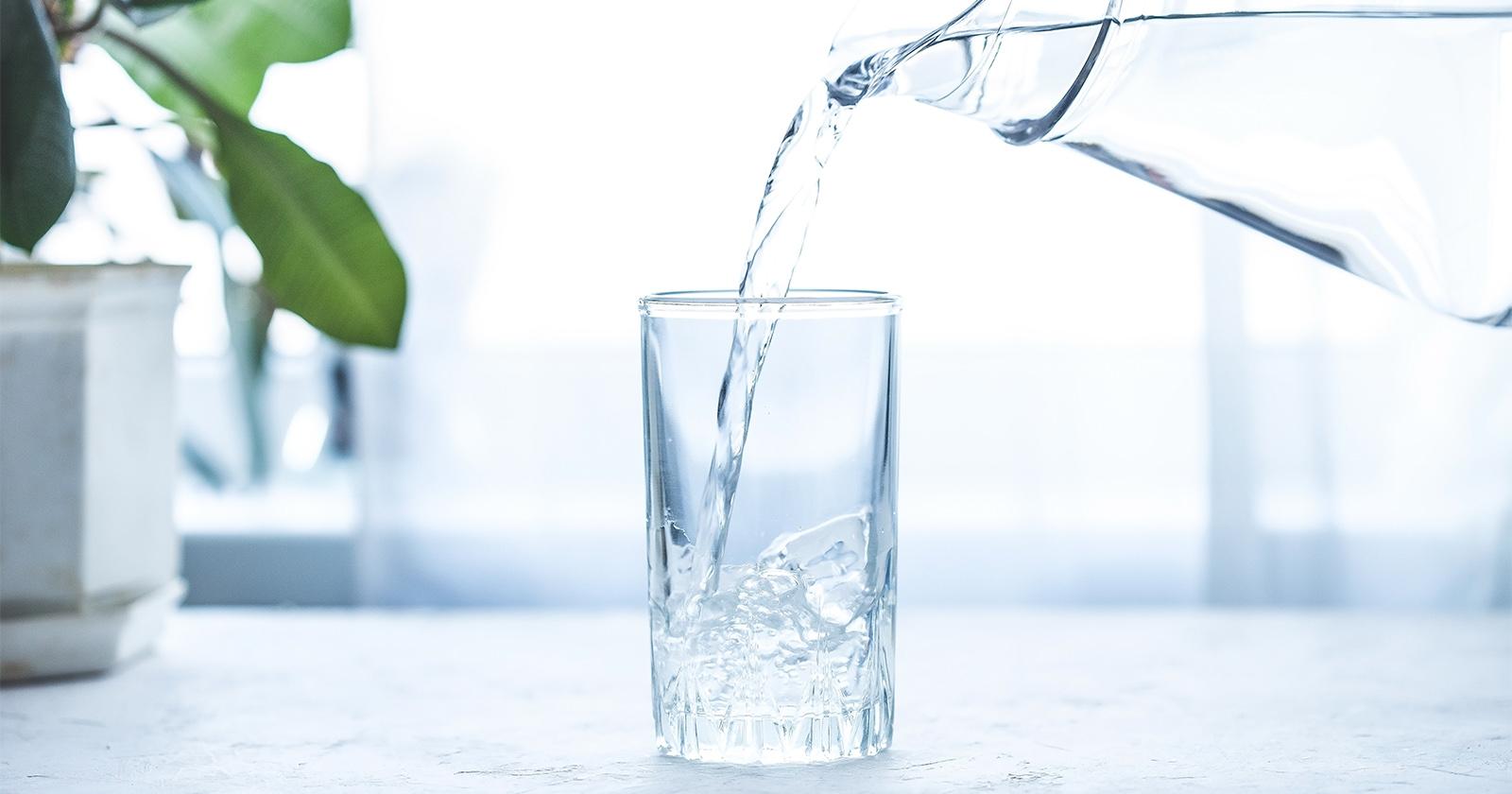 neuroLoges®-Tropfen können in einem Glas Wasser verdünnt eingenommen werden.